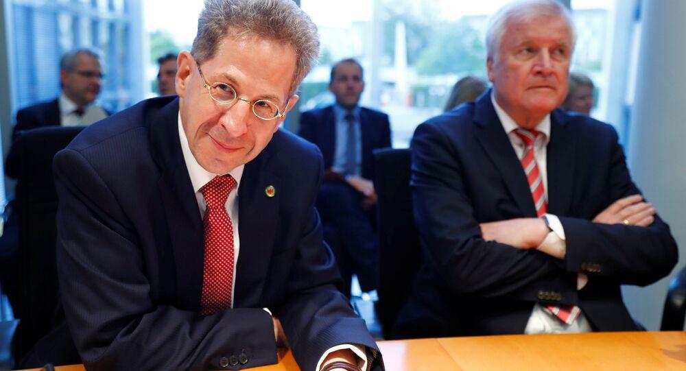 Anayasayı Koruma Teşkilatı (BfV) Başkanı Hans Georg Maassen (solda) ile İçişleri Bakanı Horst Seehofer, Chemnitz olaylarının ardından, meclis komisyonlarına hesap verdi.