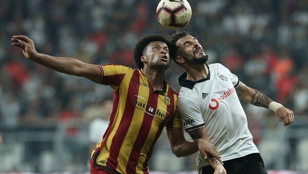 Beşiktaş 10 kişi kaldığı maçı kazandı - Sputnik Türkiye