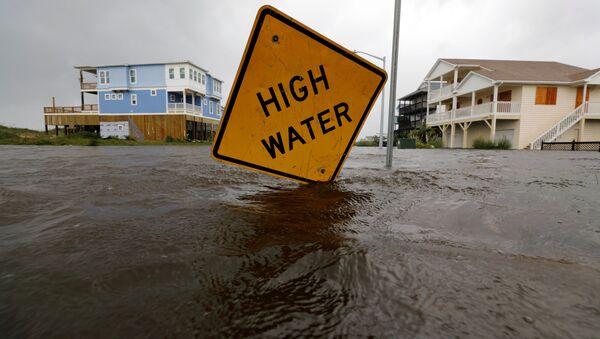 ABD'nin Kuzey Carolina eyaletindeki Oakland'da 'yüksek su' uyarısı, Florence kasırgasının neden olduğu sel sularına batmış durumda - Sputnik Türkiye