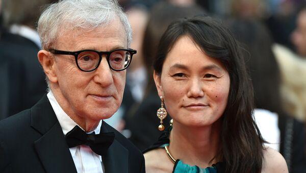 Woody Allen ile Soon-Yi Previn 11 Mayıs 2016'da 69. Cannes Film Festivali'nin açılışında - Sputnik Türkiye