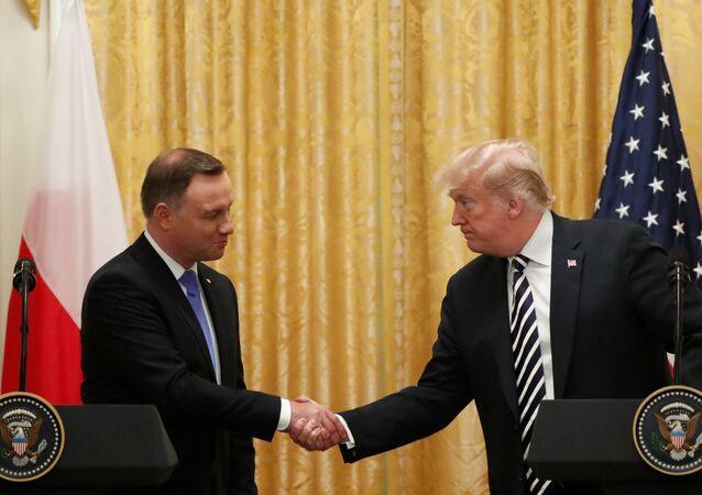 Polonya, ABD'den topraklarında kalıcı üs kurmasını istedi: İsmini 'Trump kalesi' koyarız