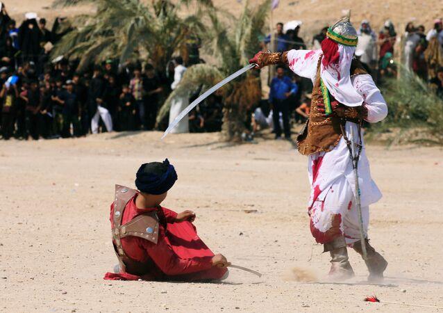 Irak'ın Necef kentindeki Aşure törenlerinde 7. yüzyıldaki Kerbela katliamı da canlandırıldı.