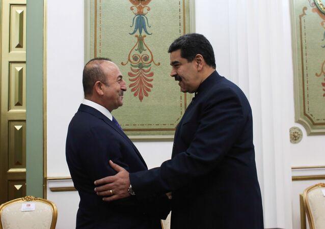 Çavuşoğlu, Maduro tarafından başkent Caracas'taki devlet başkanlığı sarayı Miraflores'te ağırlandı.