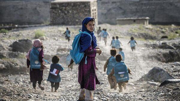Afganistan'da okula giden çocuklar - Sputnik Türkiye