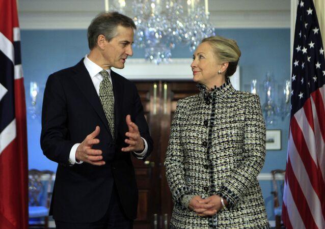 Libya harekatı döneminde Norveç ve ABD dışişleri bakanları Jonas Gahr Støre ve Hillary Clinton