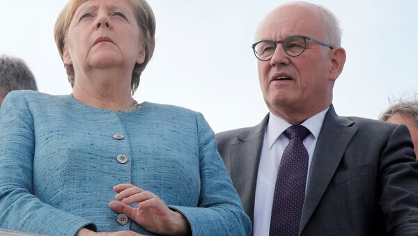 Almanya Başbakanı Angela Merkel- Eski Parlamento Grubu Başkanı Volker Kauder - Sputnik Türkiye