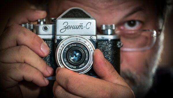 Zenit marka bir fotoğraf makinesi - Sputnik Türkiye