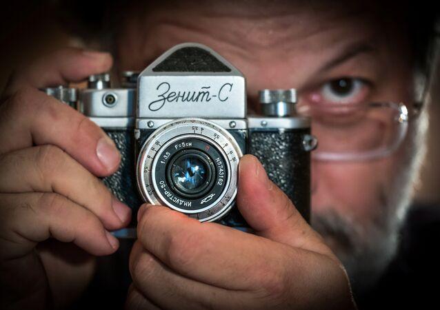 Zenit marka bir fotoğraf makinesi