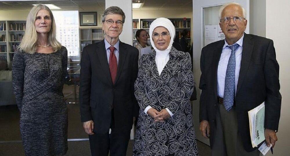 Emine Erdoğan, ekonomi profesörü Sachs ile 'atık yönetimini' görüştü