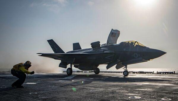 ABD donanması, Afganistan'da Taliban hedeflerini vurmak üzere USS Essex amfibik saldırı gemisinden havalanan F-35B Lightning'in görüntülerini yayımladı. - Sputnik Türkiye