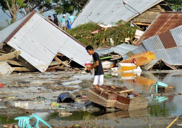 Endonezya'da deprem ve tsunami
