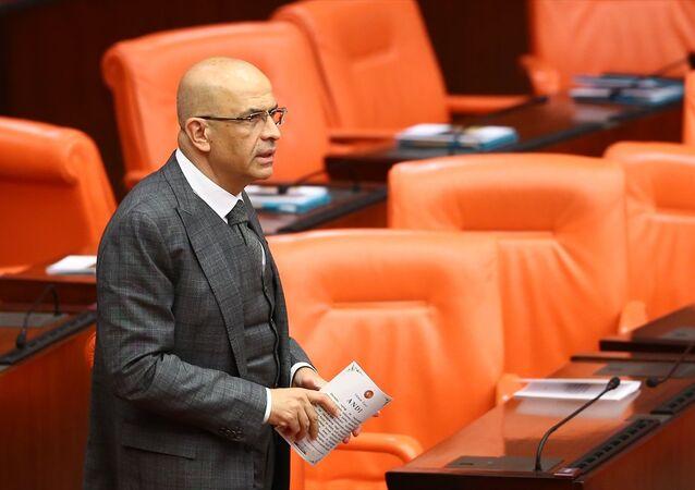 CHP İstanbul Milletvekili Enis Berberoğlu, Genel Kurul'a gelerek yemin etti.