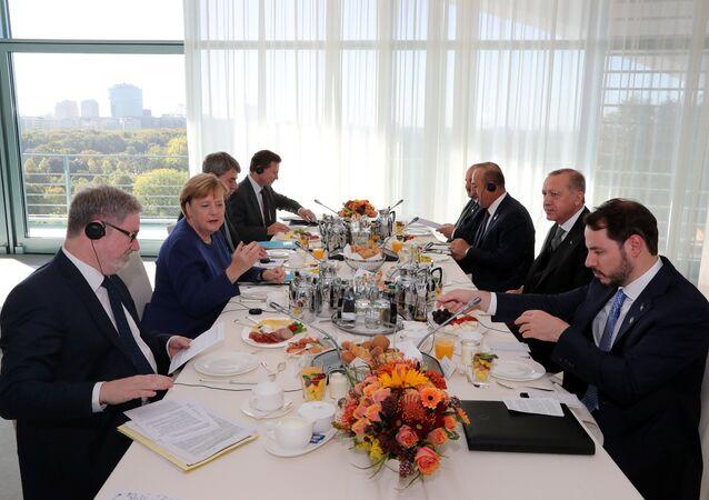 Berlin'de Erdoğan-Merkel heyetlerarası görüşmeler