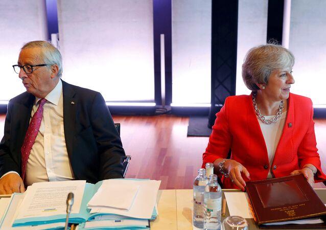 Salzburg'daki gayriresmi AB zirvesinde Avrupa Komisyonu Başkanı Jean-Claude Juncker ile İngiltere Başbakanı Theresa May