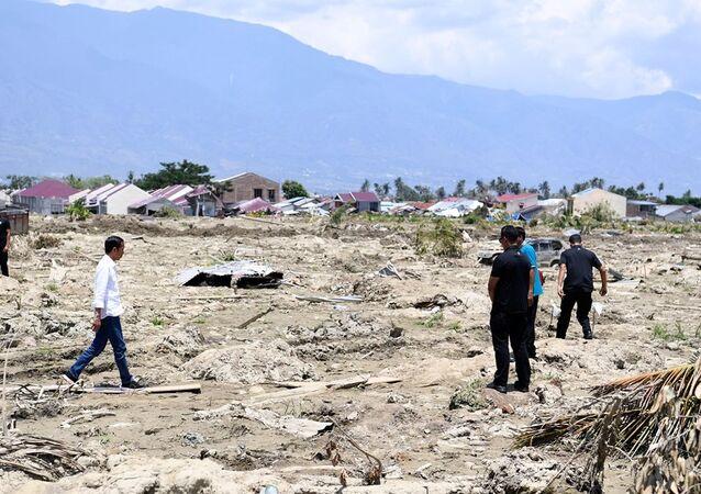 Endonezya Devlet Başkanı Joko Widodo depremden etkilenen bölgede