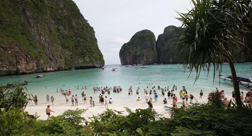 Tayland'ın Phi Phi Lee adasındaki Maya koyu