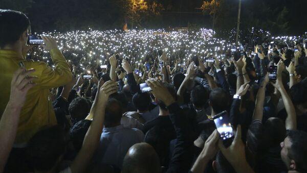 Paşinyan 'karşı devrim ilan edildi' dedi: Protestocular parlamento binası önünde toplandı - Sputnik Türkiye