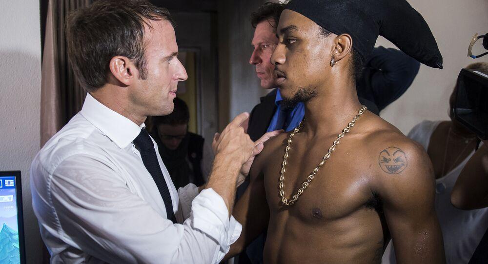 Fransa Cumhurbaşkanı Emmanuel Macron'un Karayipler'deki kasırgazede Saint Martin adasını ziyaretinde konuştuğu Reaulf Flemming adlı genç