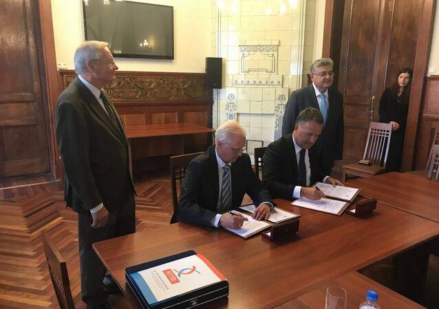 St. Petersburg Ticaret ve Sanayi Odası ile Rus-Türk İşadamları Birliği (RTİB) işbirliği anlaşmaları imzaladı.