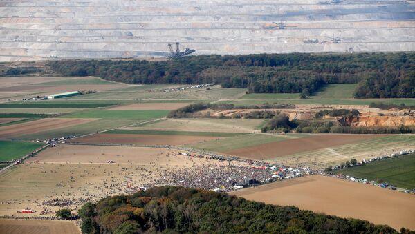Almanya'da  50 bin çevreciden Hambach Ormanı'nı koruma eylemi - Sputnik Türkiye