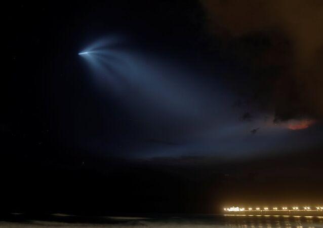 Arjantin uzay ajansının gözlem uydusunu fırlatan SpaceX'in Falcon 9 roketi