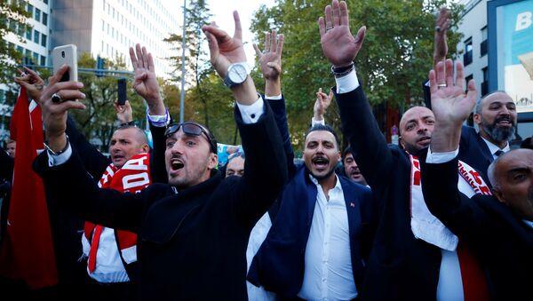 Erdoğan'ı Köln'deki DİTİB camisini ziyaretinde karşılayan taraftarları - Sputnik Türkiye