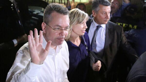 Brunson, Türkiye'den ayrıldı - Sputnik Türkiye