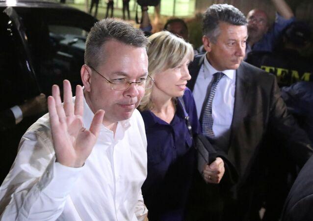 Brunson, Türkiye'den ayrıldı