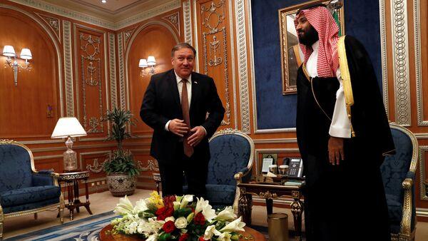 Kaşıkçı vakasıyla ilgili Riyad'da ABD Dışişleri Bakanı Mike Pompeo-Veliaht Prens Muhammed Selman (MbS) görüşmesi - Sputnik Türkiye