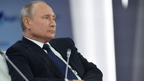 Soçi'de düzenlenen 2018 yılının Valday Tartışma Kulübü'nde konuşan Rusya Devlet Başkanı Vladimir Putin, bir dizi küresel meseleye değindi. - Sputnik Türkiye