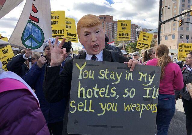 Pentagon yakınlarında gerçekleştirilen savaş karşıtı protesto