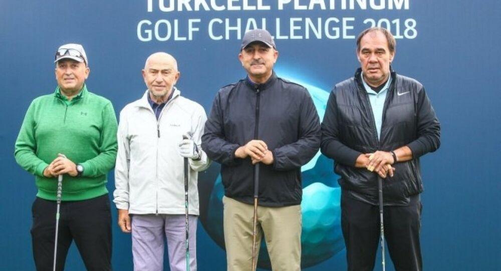 Dışişleri Bakanı Mevlüt Çavuşoğlu Turkcell Platinum Golf Challenge'da Türkiye Futbol Federasyonu (TFF) Başkanı Yıldırım Demirören, Cavit Yıldız ve TFF Başkan Vekili Nihat Özdemir karşı karşıya geldi.