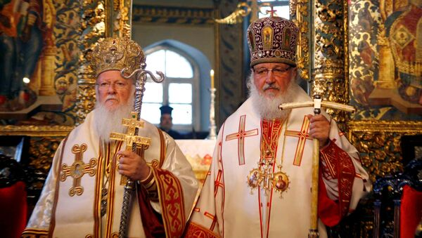 Fener Rum Patriği I. Bartholomeos ile Rus Ortodoks Kilisesi Patriği Kirill, Temmuz 2009'da Fener'deki bir törende - Sputnik Türkiye
