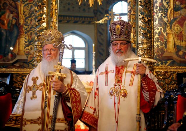Fener Rum Patriği I. Bartholomeos ile Rus Ortodoks Kilisesi Patriği Kirill, Temmuz 2009'da Fener'deki bir törende