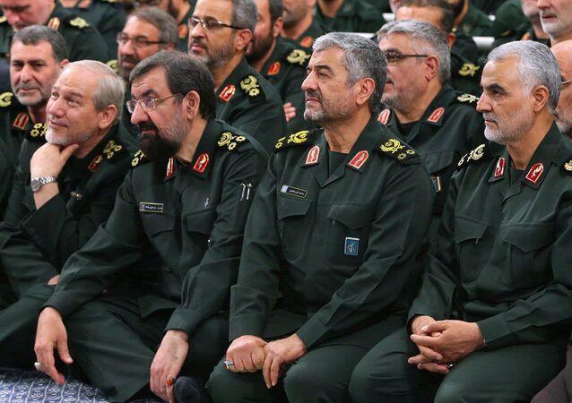 Kasım Süleymani (en sağda) ve diğer İran Devrim Muhafızları komutanları