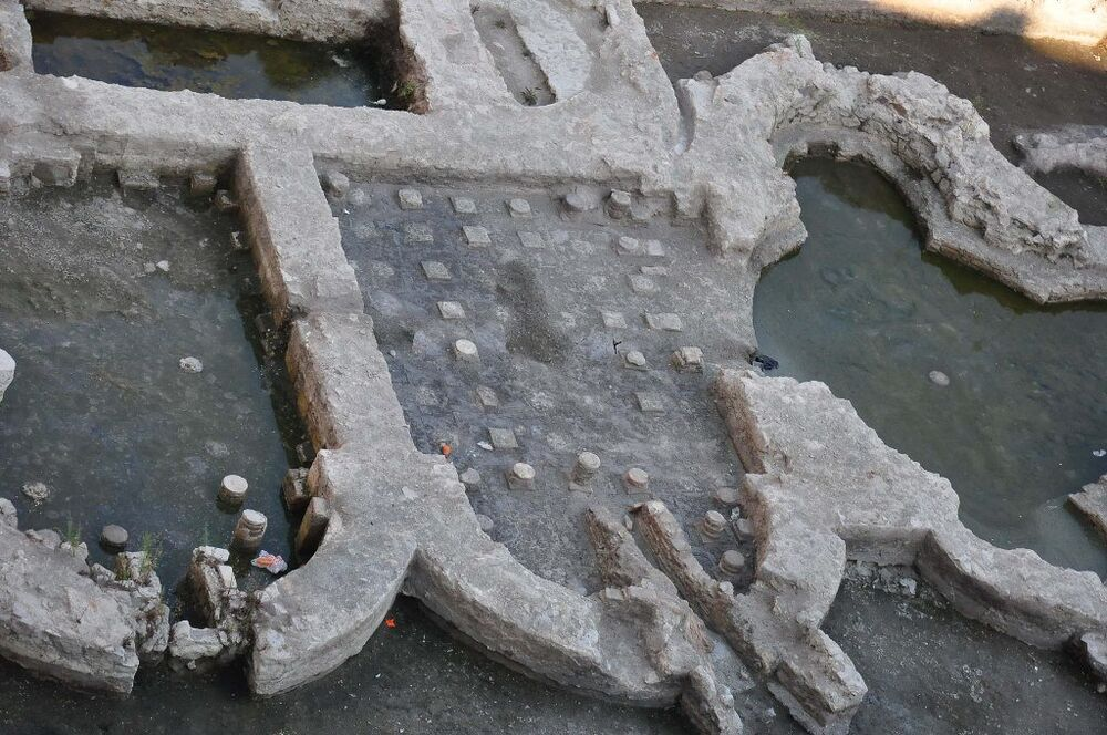 İzmir'in Konak ilçesinde bulunan Roma imparatorluk salonu