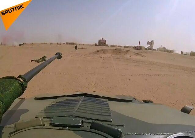Rus ve Mısırlı paraşütçü birliklerin ortak terörle mücadele tatbikatından kareler
