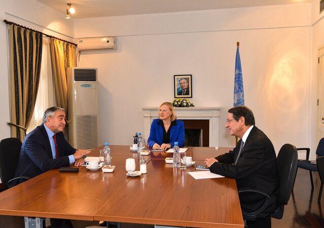 Kıbrıs'ta Türk ve Rum tarafı arasında iki kapı açılacak
