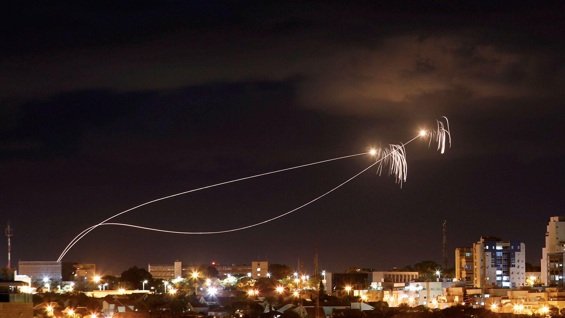 İsrail'in 'Demir Kubbe' hava savunma sistemi, Gazze'den atıldığı ileri sürülen roketlere karşı harekete geçti - Sputnik Türkiye, 1920, 13.09.2021