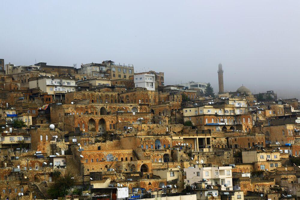 Sis, tarihi şehrin etrafını örtü gibi kaplayarak ortaya görsel manzara çıkardı.