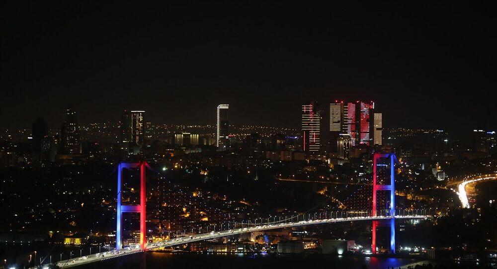 15 Temmuz Şehitler Köprüsü, 4'lü zirvedeki ülke bayraklarıyla 'renklendi'
