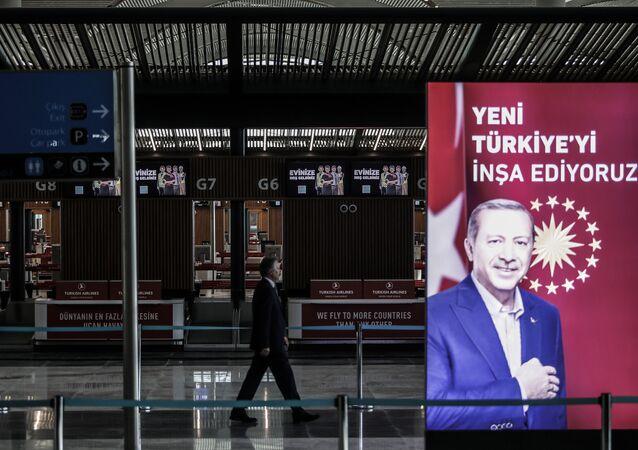 3. havalimanında Erdoğan posteri