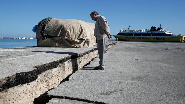 Zakinthos adası deprem sonrası 3 santimetre güneybatıya kaydı - Sputnik Türkiye