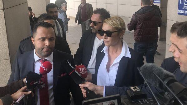 Sıla Gençoğlu -  avukatı Rezan Epözdemir - Sputnik Türkiye