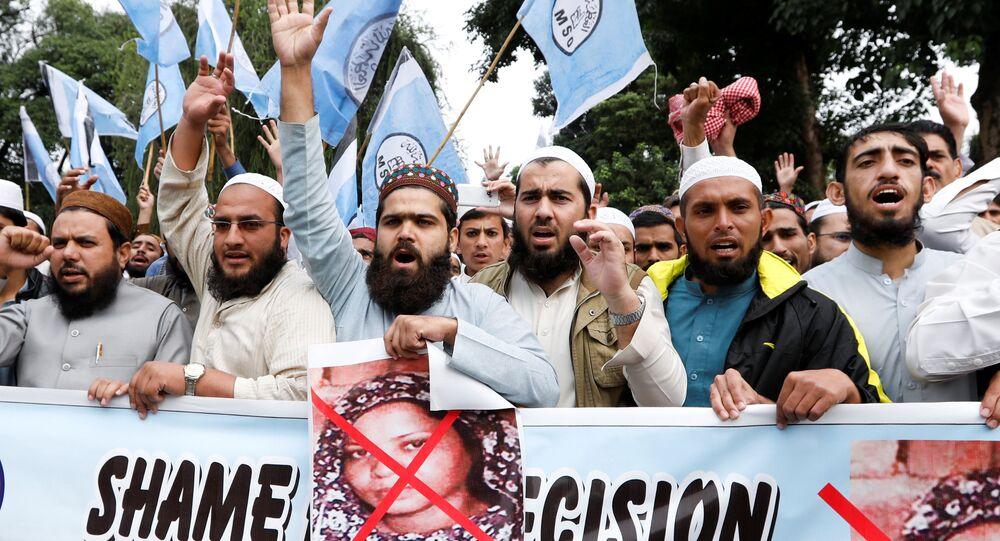 Pakistan'da Asya Bibi protestocuları arasındaki Müslüman Öğrenciler Birliği (MSO) mensupları