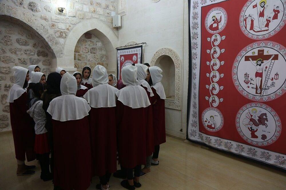 Papazı Gabriel Aktaş'ın Süryanilerin 'Horoyo' dediği göreve getirildiği ayin