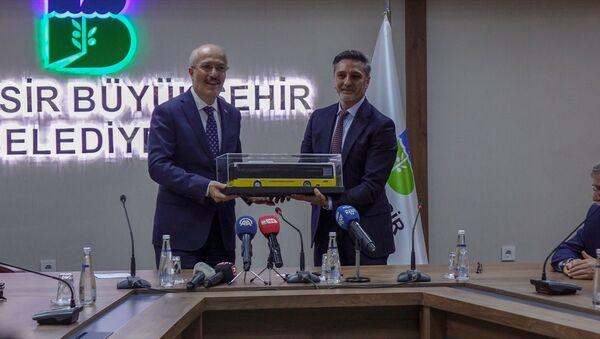 TEMSA Ulaşım Araçları Genel Müdürü Hasan Yıldırım - Balıkesir Büyükşehir Belediye Başkanı Zekai Kafaoğlu - Sputnik Türkiye