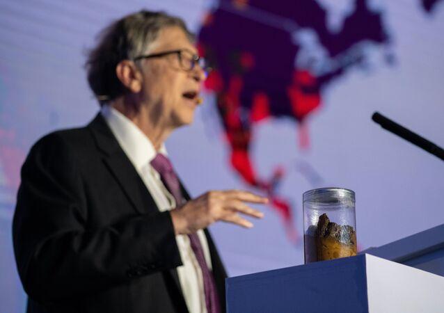 Bill Gates, sahneye dışkıyla çıktı
