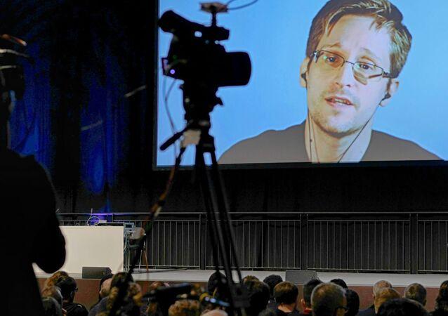 Edward Snowden, 'OH! - Orenstein Hoshen Media and Strategy' şirketi tarafından düzenlenen konferansta Mossad'ın eski başkan yardımcısı Ram Ben Barak ve diğer katılımcıların sorularını yanıtladı.