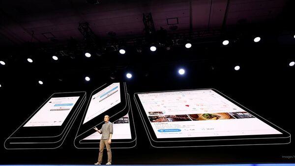 Samsung'un katlanabilir ekranlı telefonu - Sputnik Türkiye